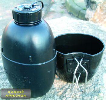 Osprey gertuvė su puodeliu.