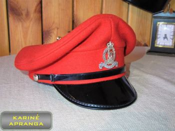 Paradinė kepurė su skiriamuoju ženklu 56, 57 cm (raudona)