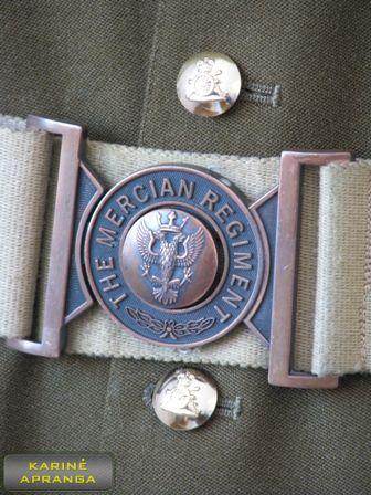 Žalsvas britų kariuomenės paradinis švarkas.