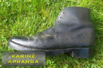 Juodi odiniai paradiniai batai.