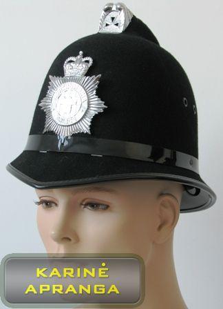 Juoda britų policijos kepurė su skiriamuoju ženklu.