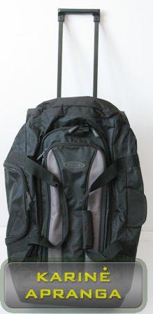 Juodas kelioninis krepšys su ratukais ir ištraukiama rankena.