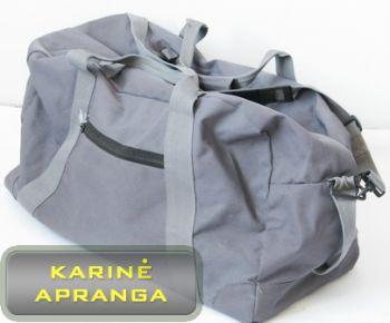 Pilkas kelioninis krepšys.
