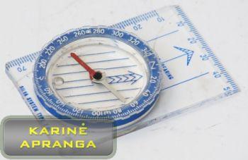 Kompasas Silva su mėlyna spalva  pažymėta atskaitos sistema.