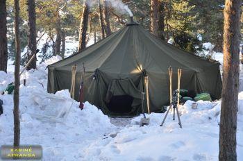 Karinė 8 vietų palapinė  pagaminta Švedijoje.